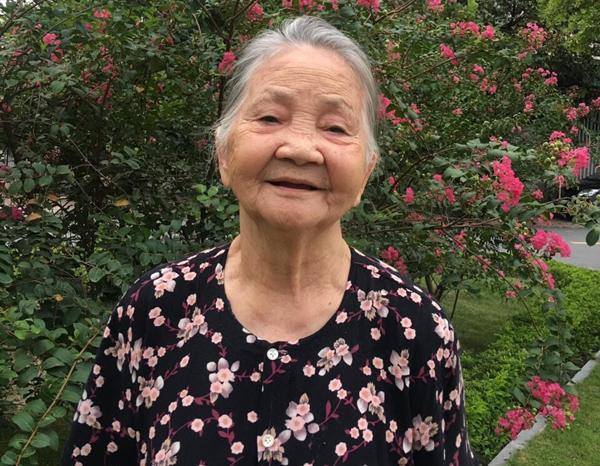 Cụ bà 90 tuổi ủng hộ 675 triệu đồng xây dựng nhà văn hóa thôn