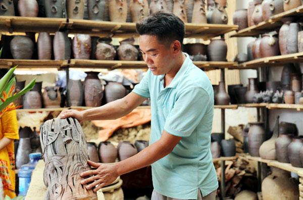 Người thổi hồn cho gốm Hương Canh